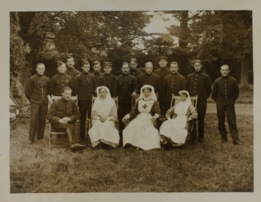 Belgian soldiers and staff at Allington Manor